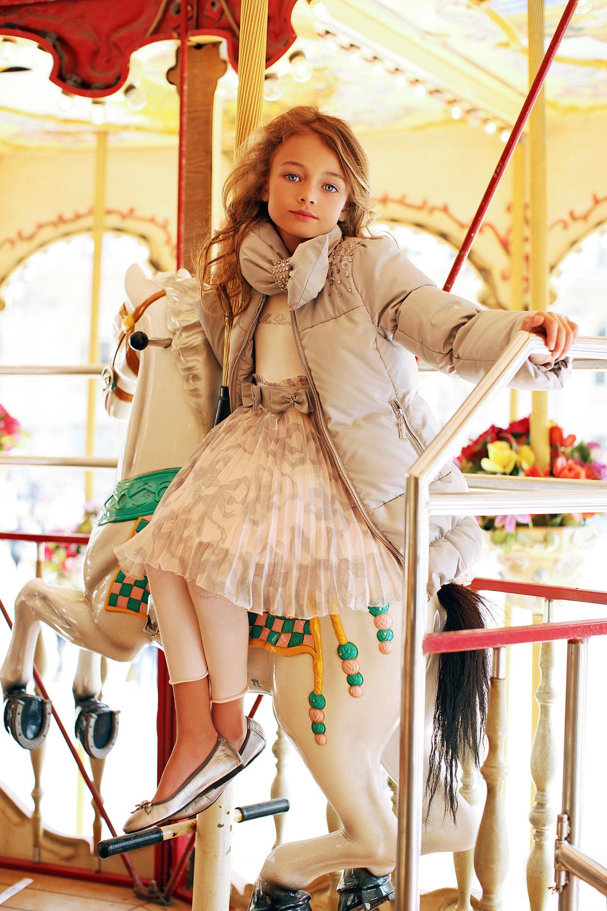 Лукбук коллекции детской одежды Miss Blumarine .