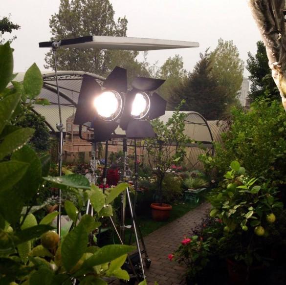 Shooting realizzato in una grigia giornata di pioggia: un sacco di luci (queste solo una parte) per rendere primaverile il tutto...